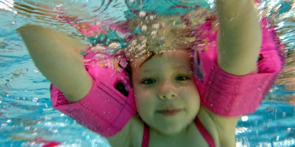 AltTekst- Szkoła pływania